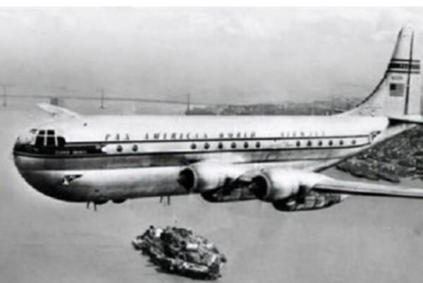 1955年发生一件飞机穿越时空的事件是真的吗