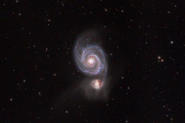 猎犬座星系是河外星系 距地球约1400万光年