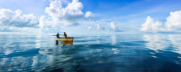 为什么大海看起来颜色完全不同于透明色呢?